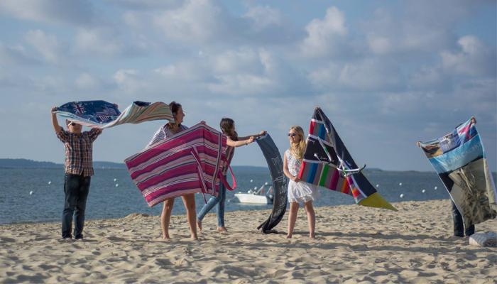 so beach ou quand un sac devient serviette de plage. Black Bedroom Furniture Sets. Home Design Ideas